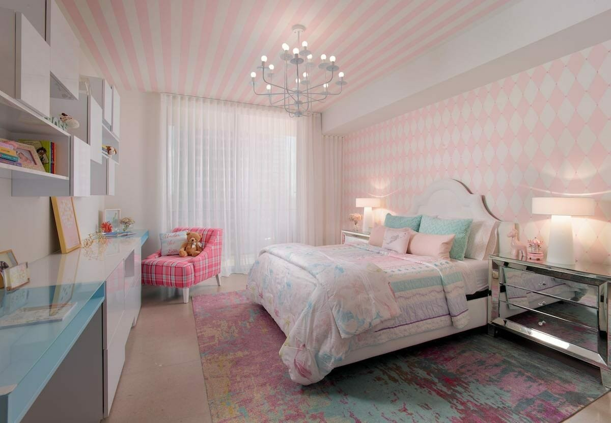 Funky-pink-wallpaper for a girls-room-by-Stella-P
