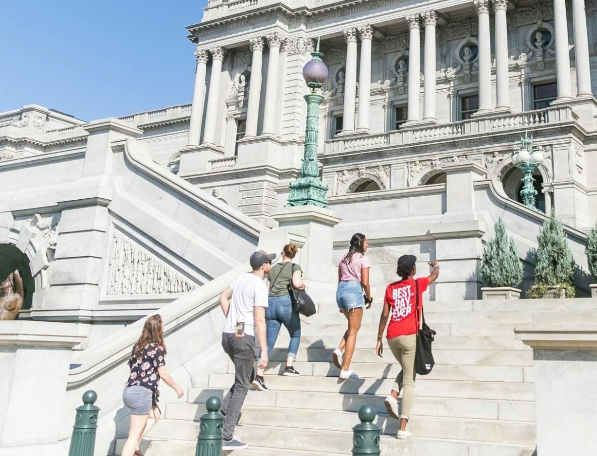 small group exploring Washington on a tour by Urban Adventure - available as gift cards for Mother's Day, birthdays and more