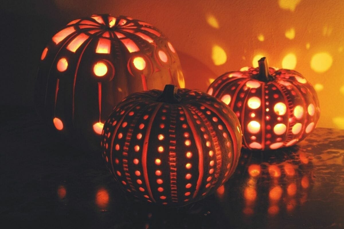 patterned pumkins elegant halloween decor ideas