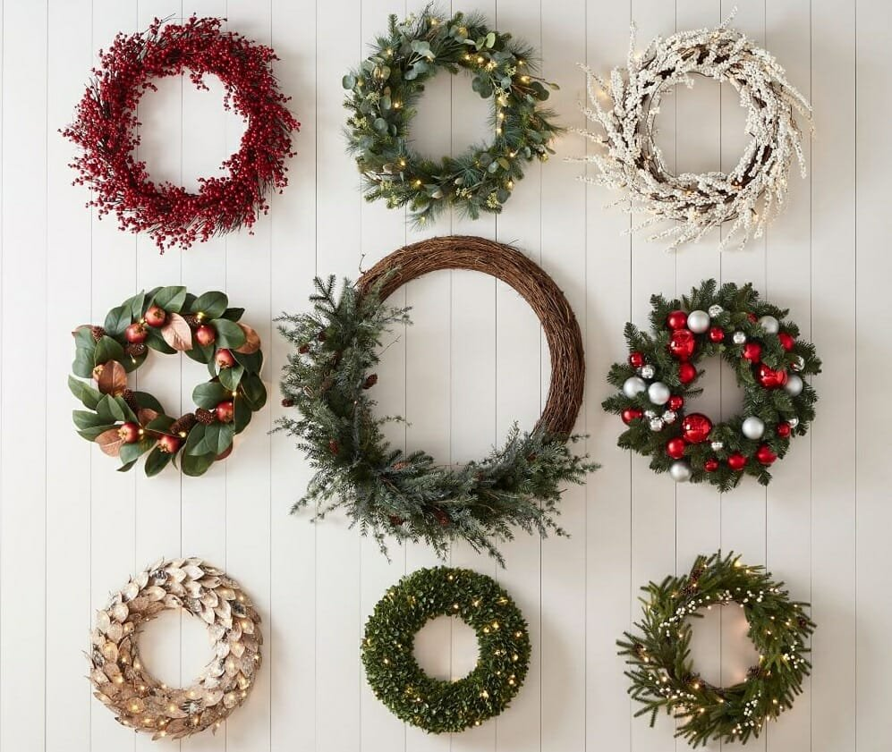 Different wreaths as Christmas decorating ideas