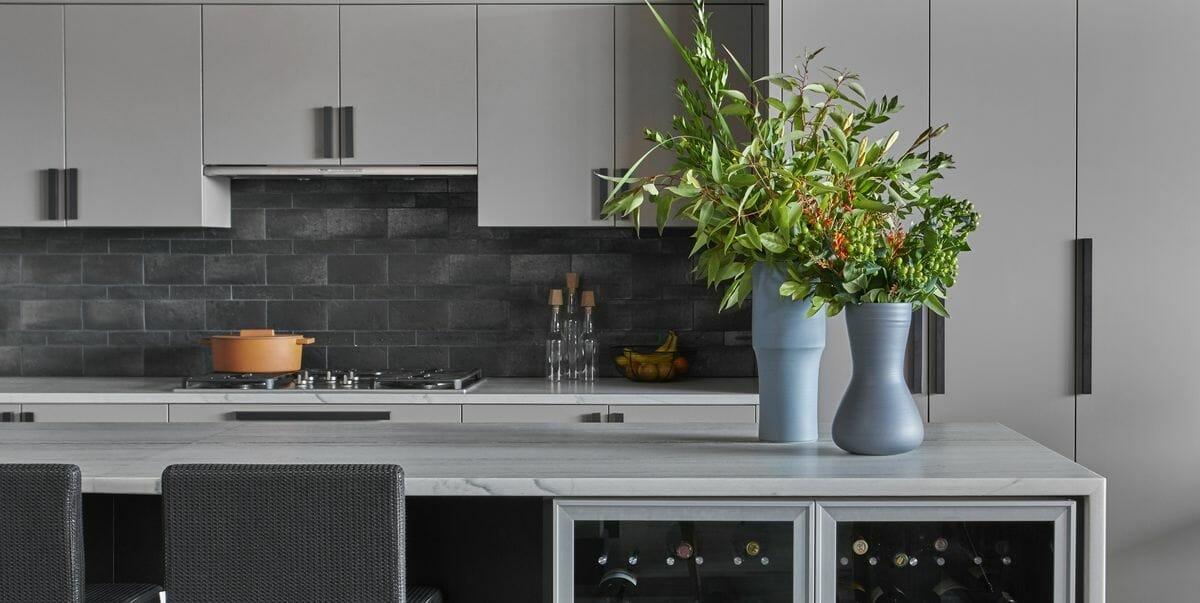 Color trends-dark kitchen backsplashes