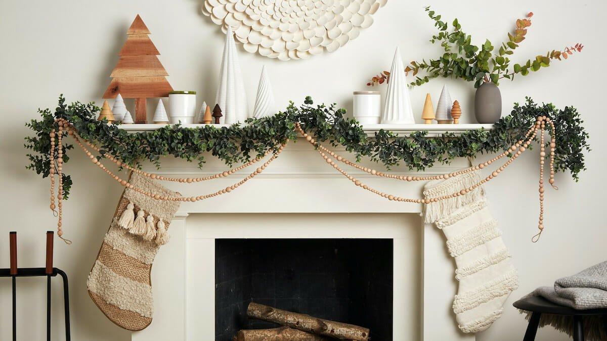 Green winter mantel decor ideas