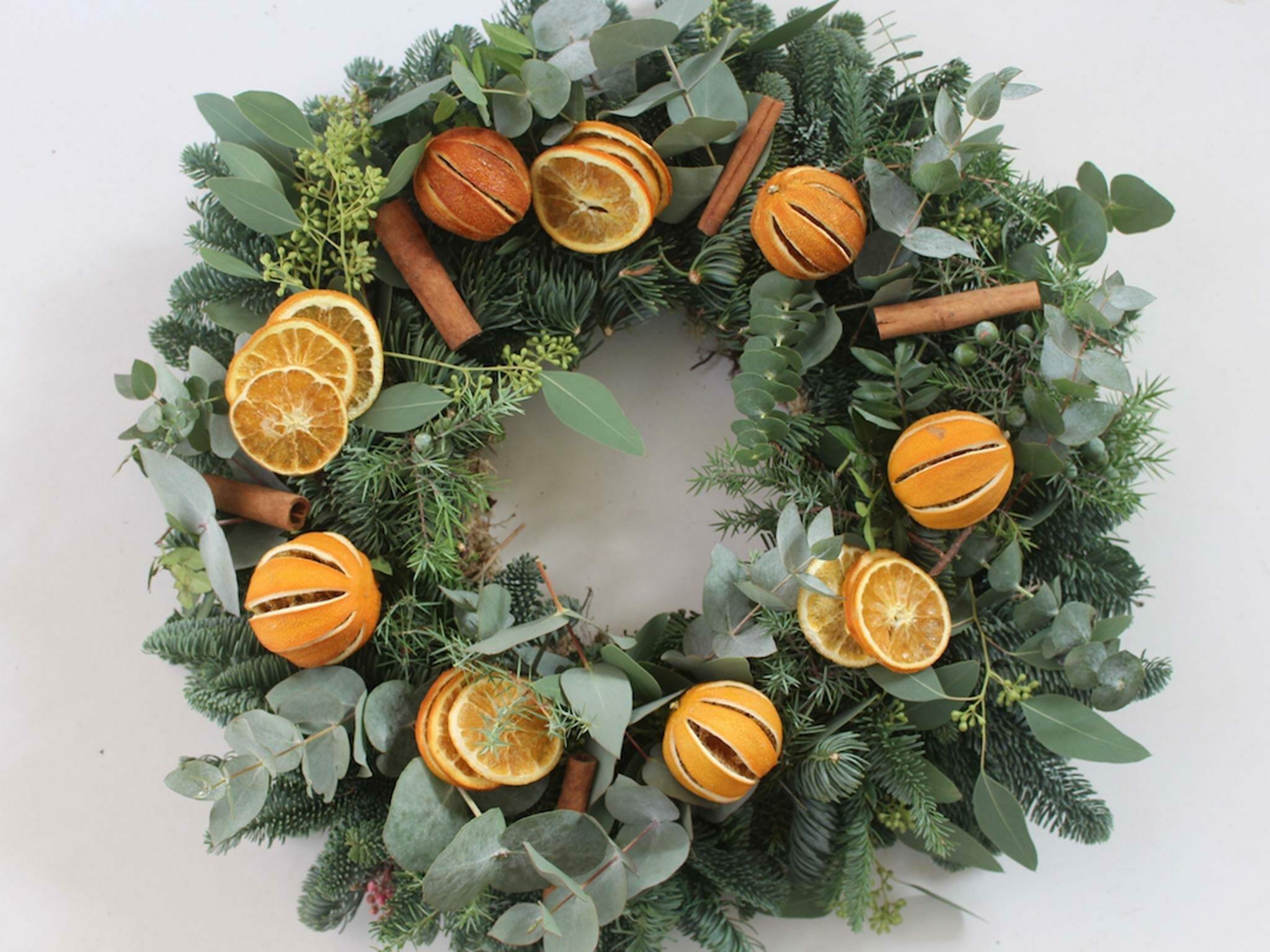 citrus and cinnamon winter wreath idea