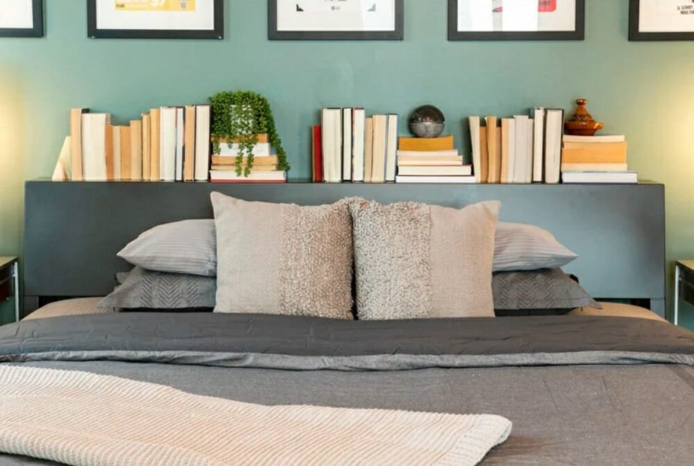 A bed headboard with a shelf for books - how to make a room look bigger