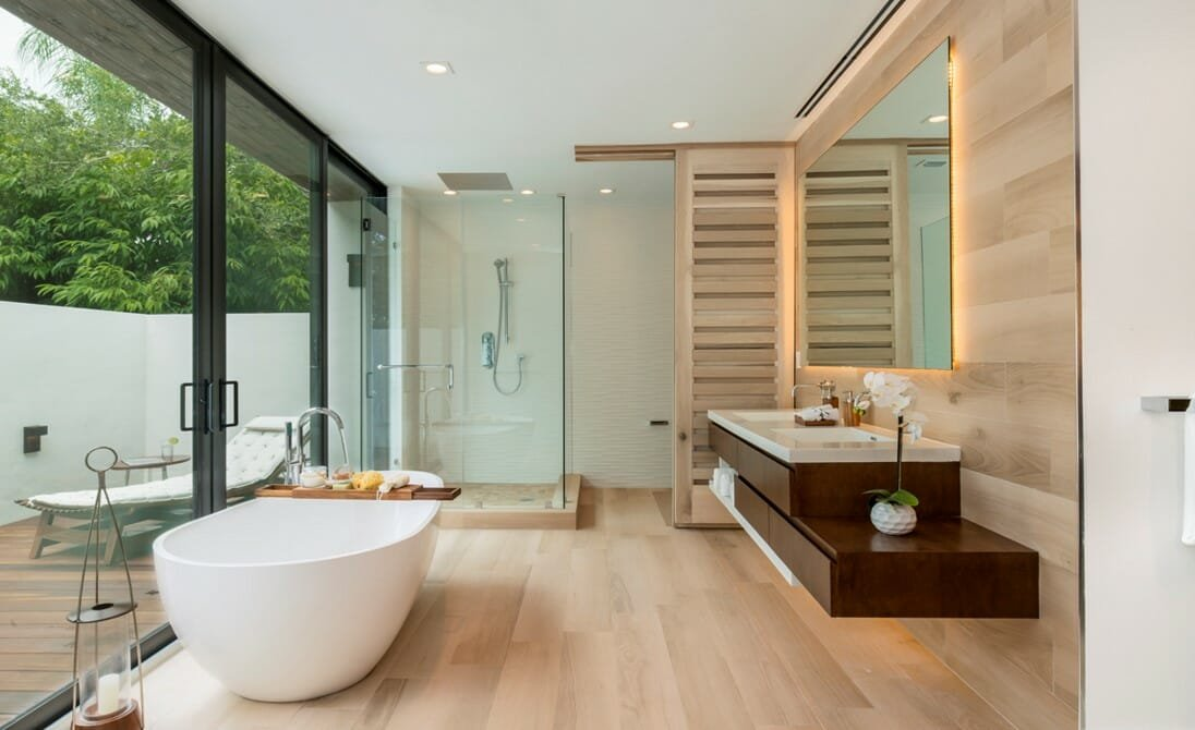 Large floating mirror as one of the 2021 bathroom trends