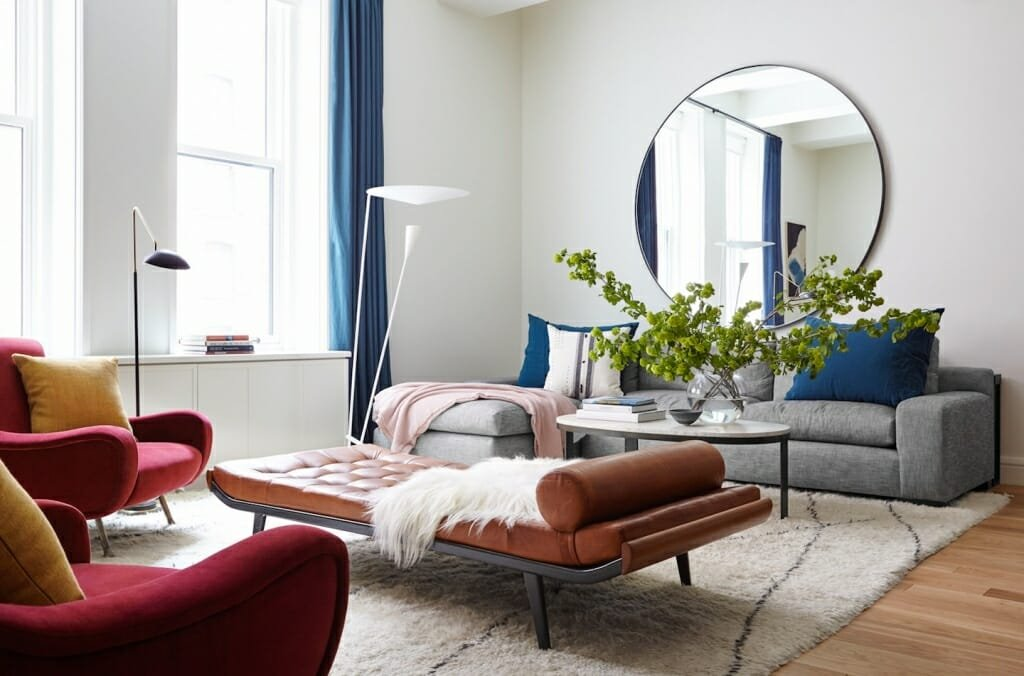 Modern living room with a mirror - a top idea on how to make a small room look bigger