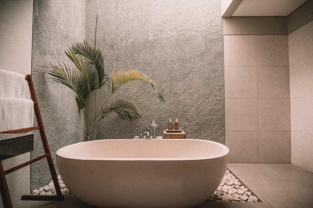 Natural elements and large-format tiles a popular bathroom trend