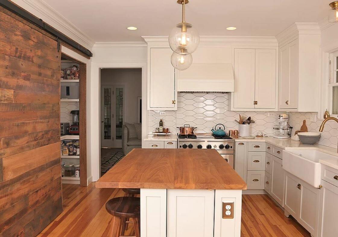 Kitchen design by Columbus interior designers Snider Metcalf