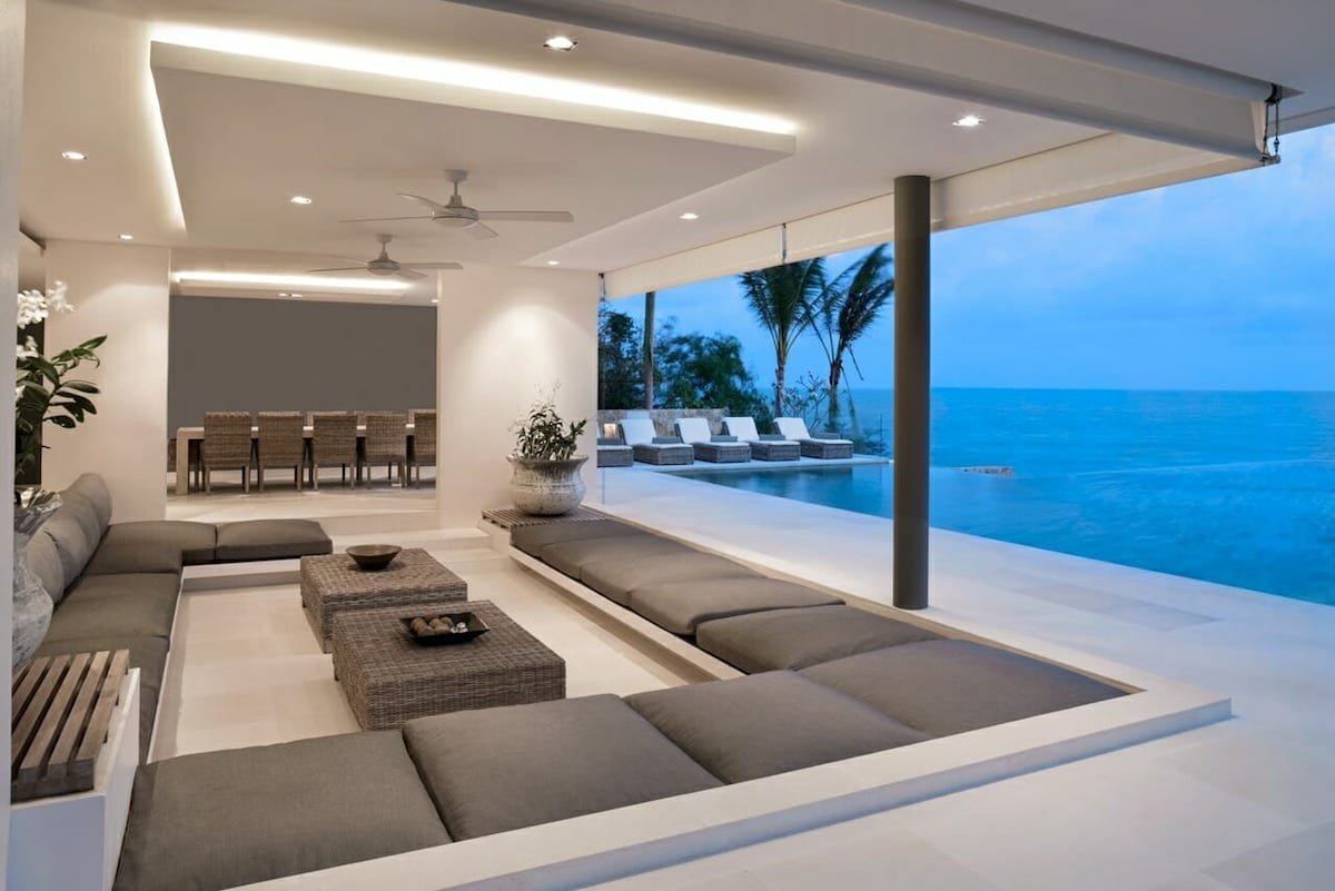 Luxurious pool decor by Amelia R