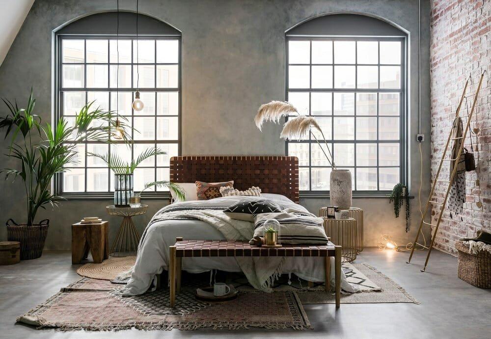 Industrial chic bedroom decor - Warehouse